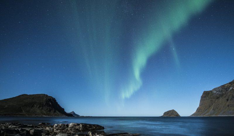 Aurora polar: o espetáculo de explosão de luzes no céu