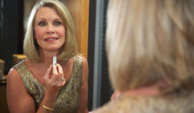 Make-up para mulheres que curtem os seus 50 anos.
