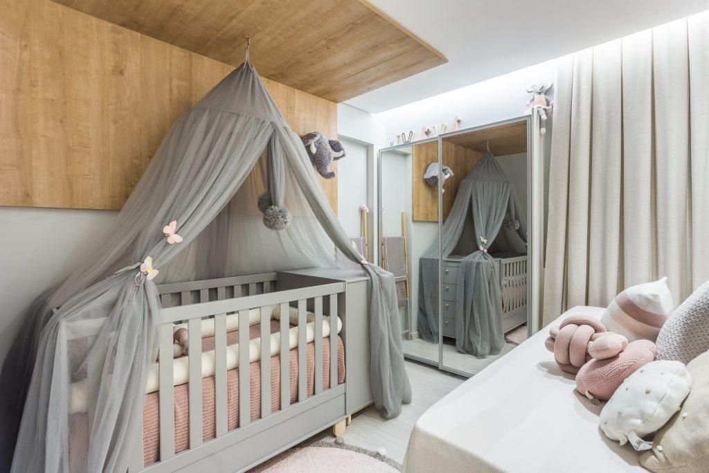 quarto de bebe tom pastel cinza e rosa