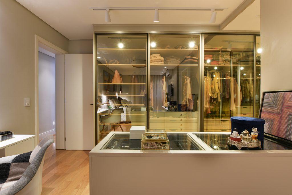 closet com porta espelhada