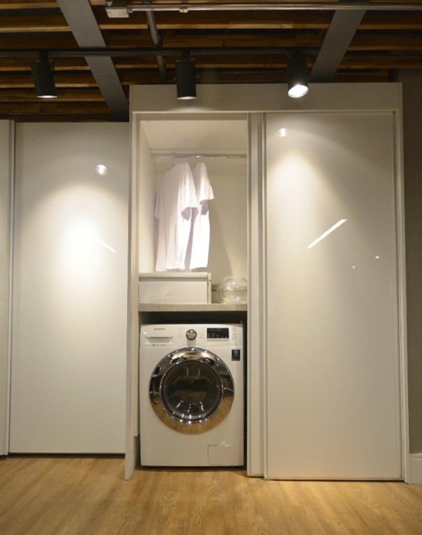 lavanderia com porta de correr