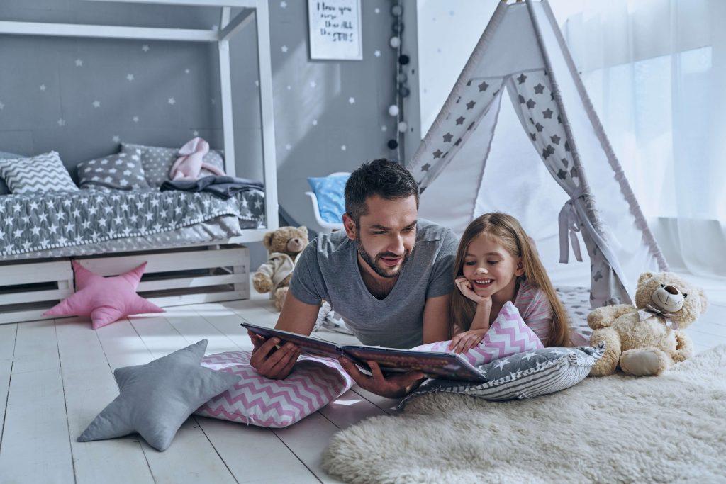 pai e filha quarto montessoriano