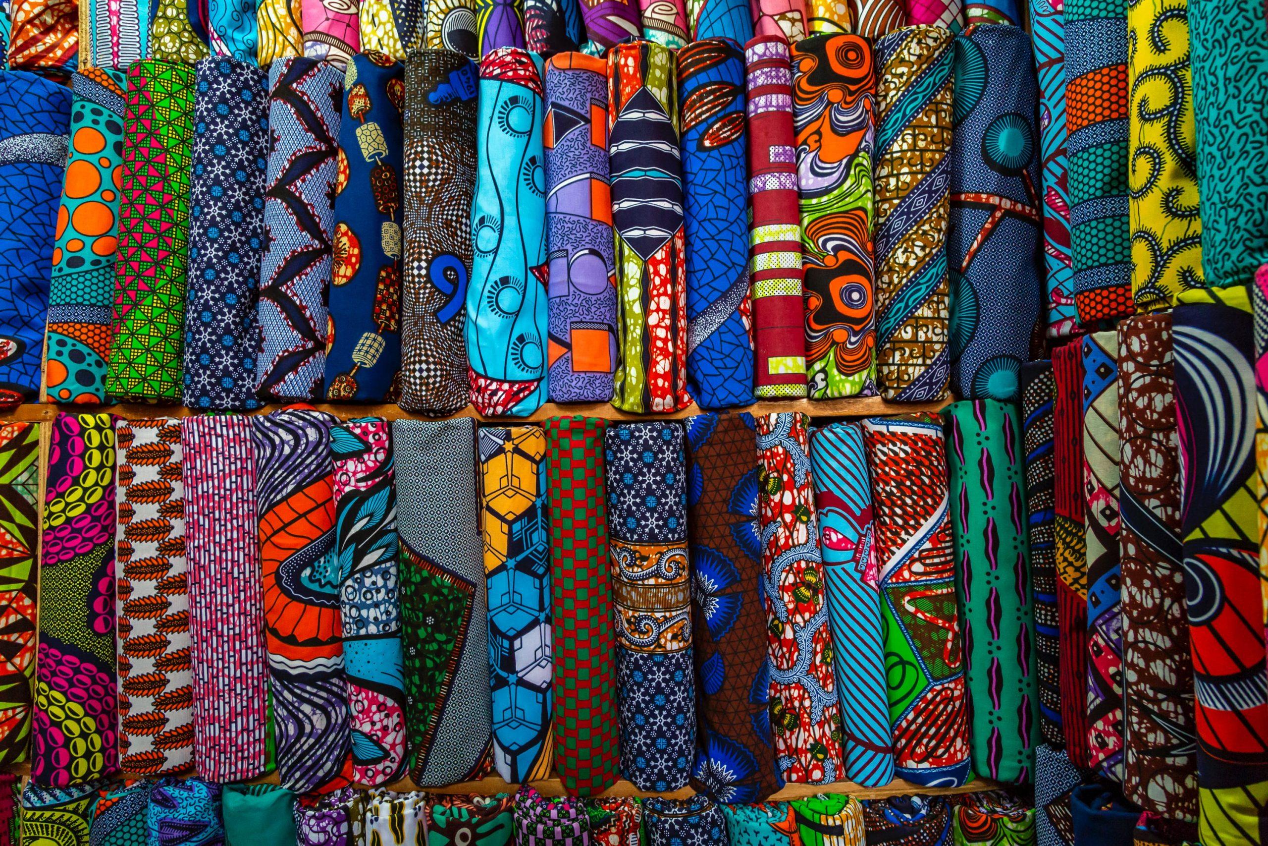 cores fortes na arquitetura africana