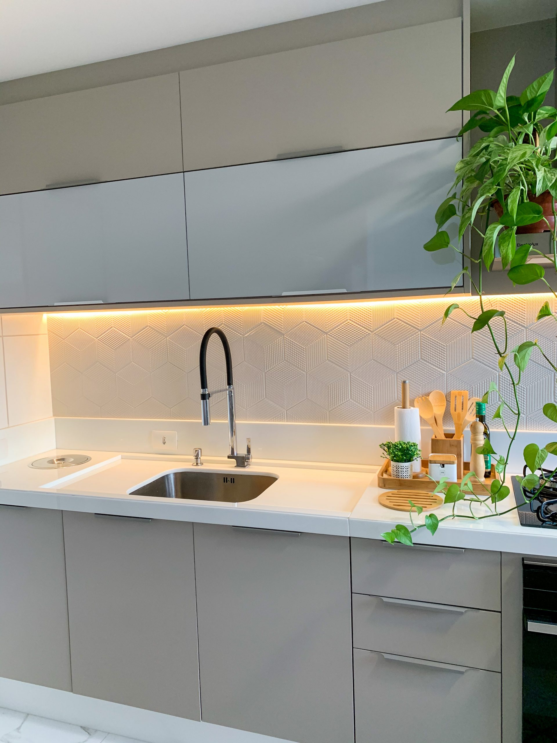 Cozinha compacta tons claros