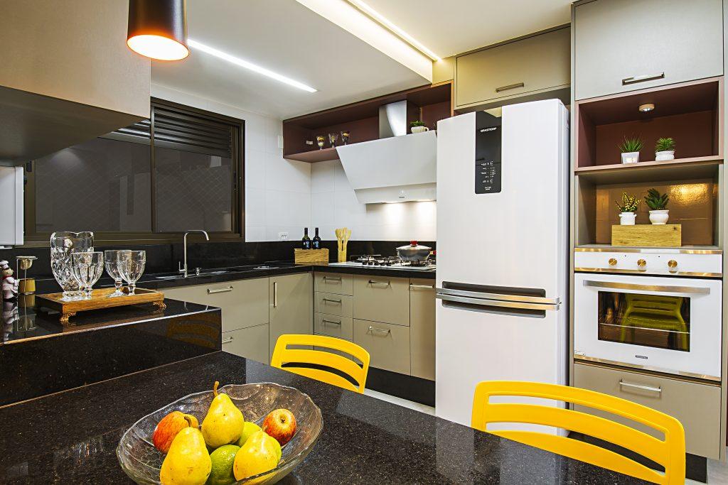 Cozinha bege + amarelo