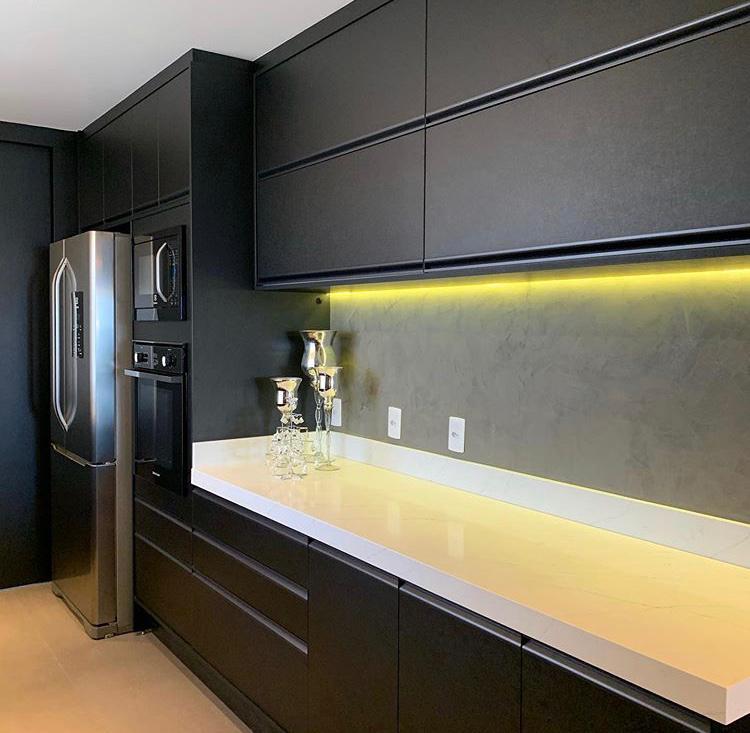 Cozinha Preta com iluminação