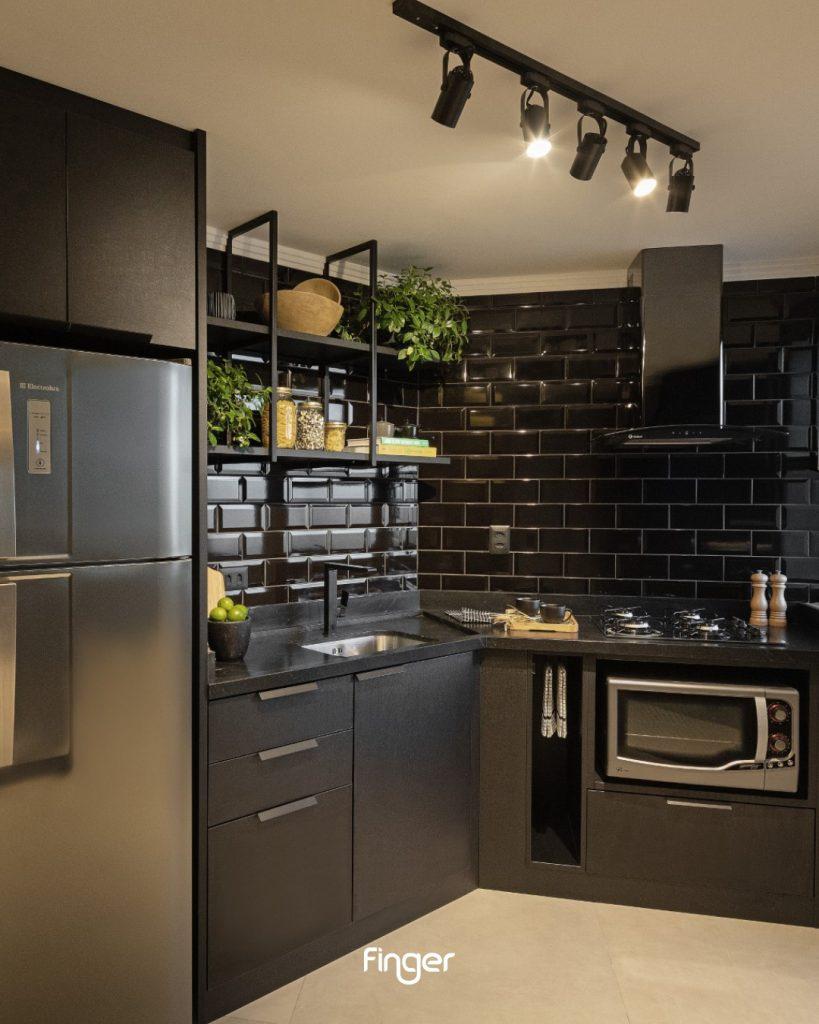 cozinha preta revestimento metro preto