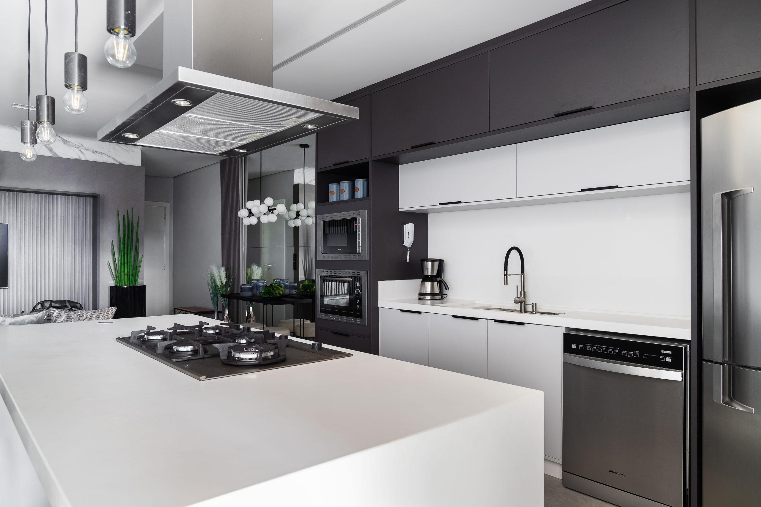 cozinha de luxo planejada acabamento de moveis BP
