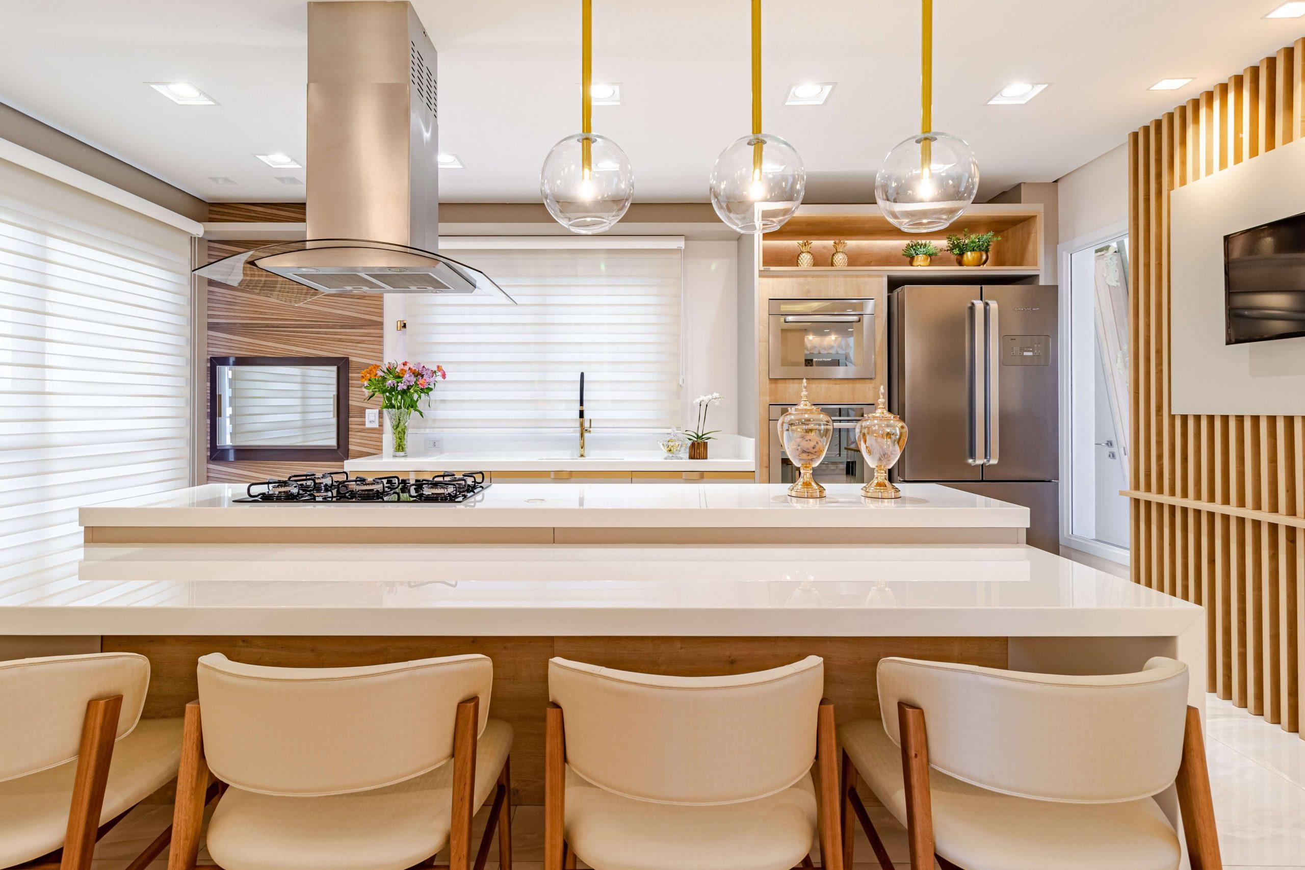 Cozinha planejada luxo com ilha  moveis personalizadas dia das maes