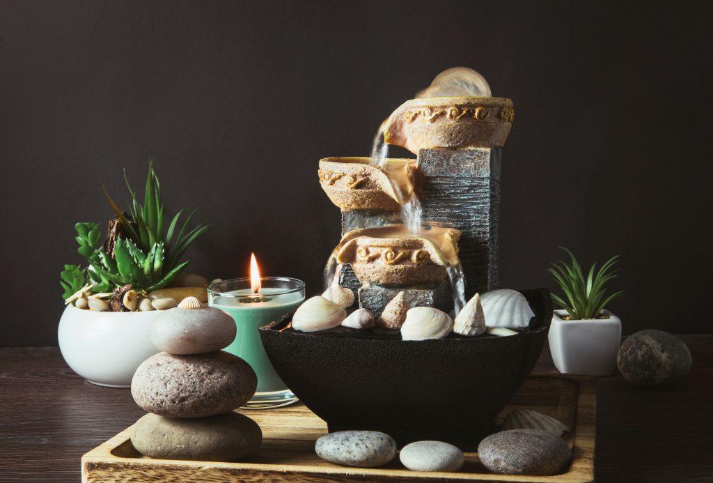 decoração feng shui fonte água pedras